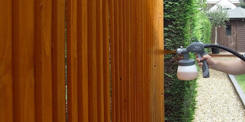 How to Stain a Fence With Sprayer
